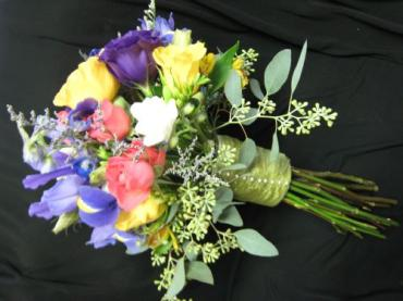 Mixed spring flowers for a bright spring wedding