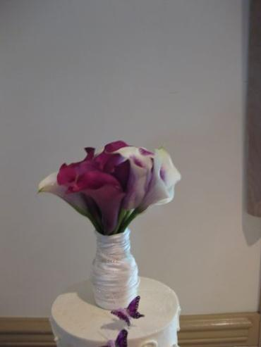 Bridal bouquet cake topper of Picasso and Schwartz mini calla li